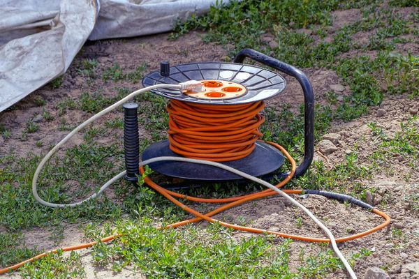 Picking the Right Extension Cord for Outdoor Lights